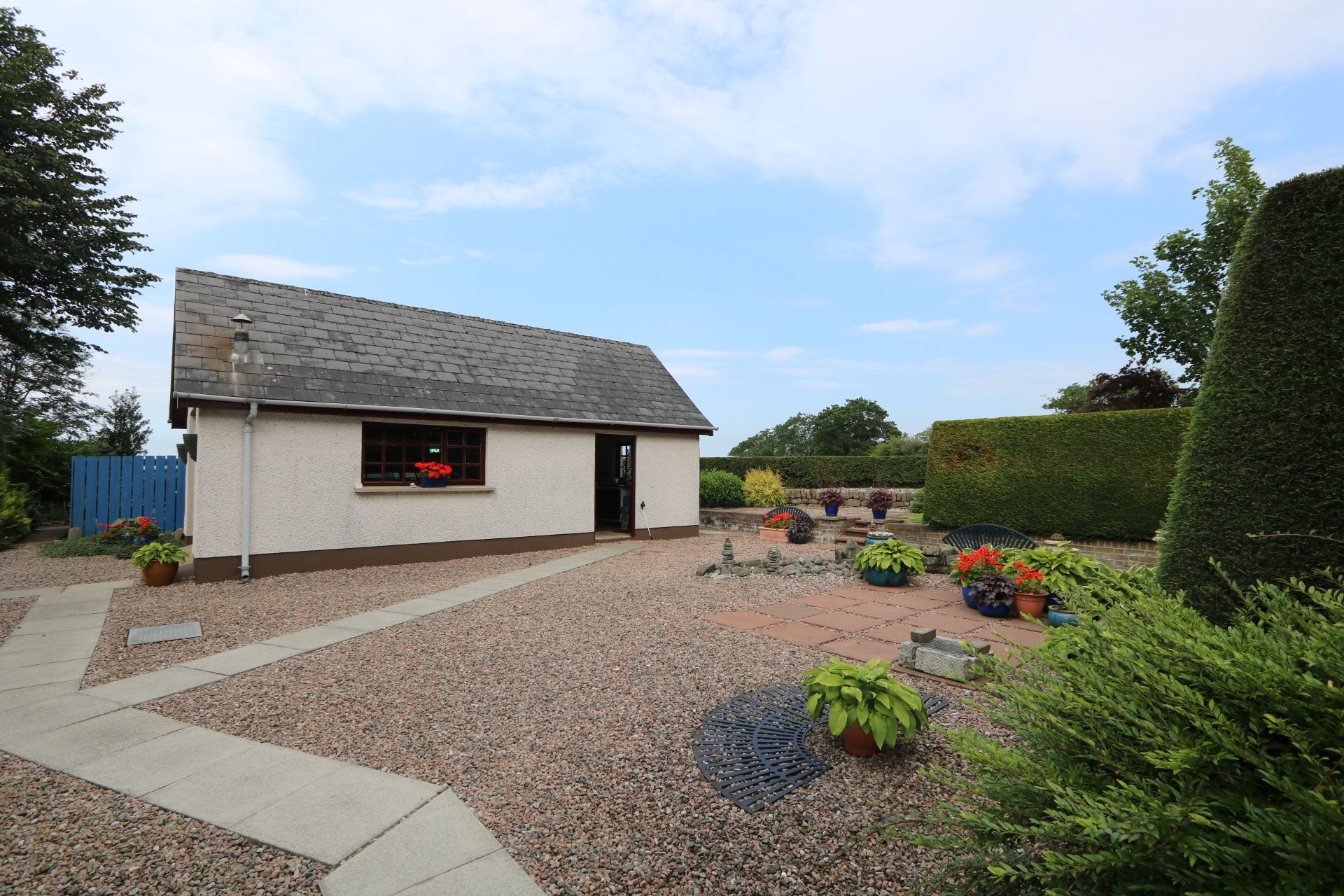 4 bedroom detached bungalow Under Offer in Antrim - Photograph 5