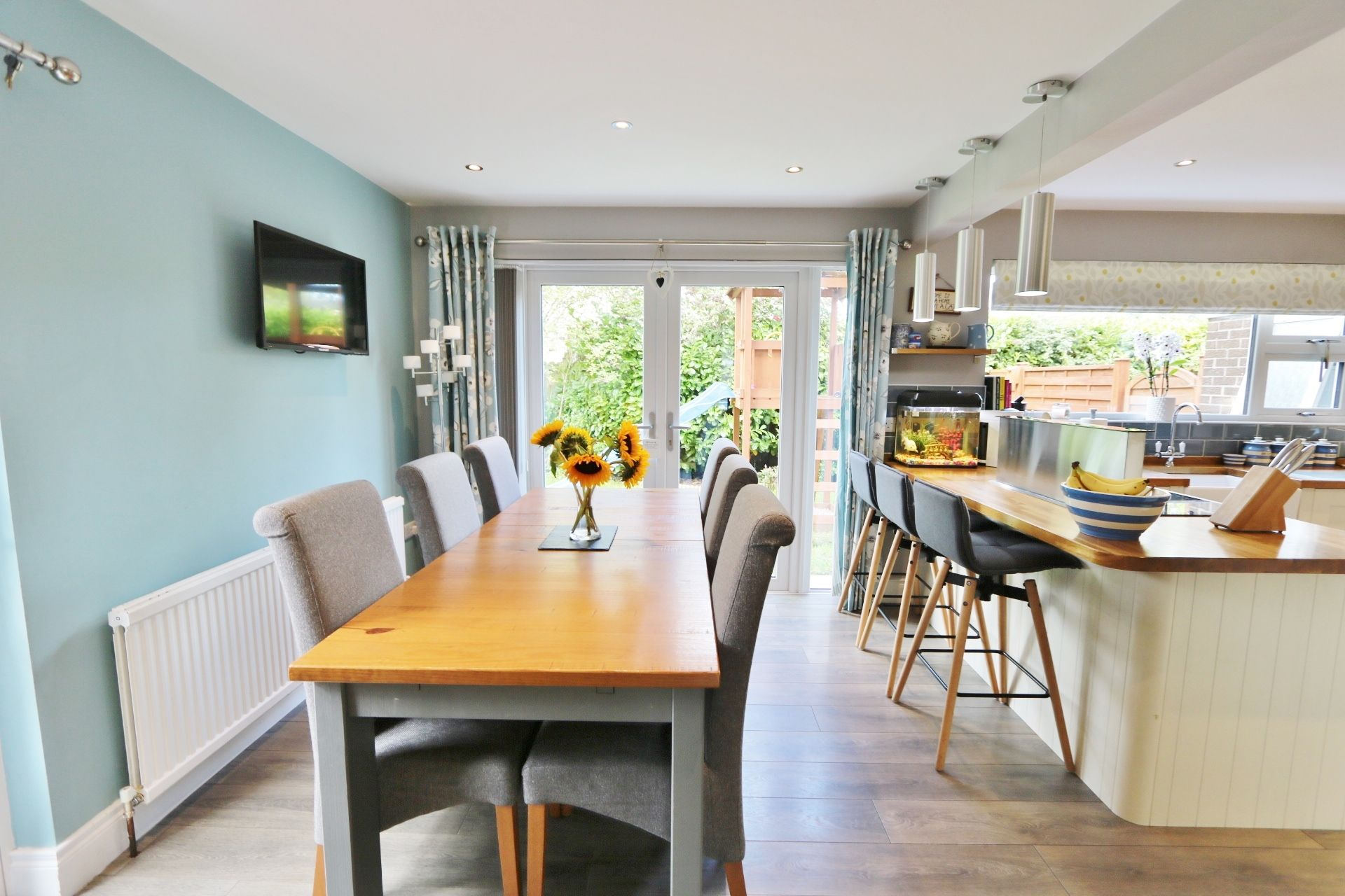 3 bedroom detached house For Sale in Antrim - Property photograph