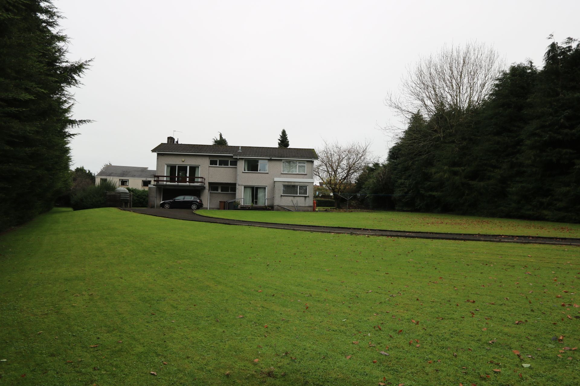 4 bedroom detached bungalow For Sale in Antrim - Property photograph
