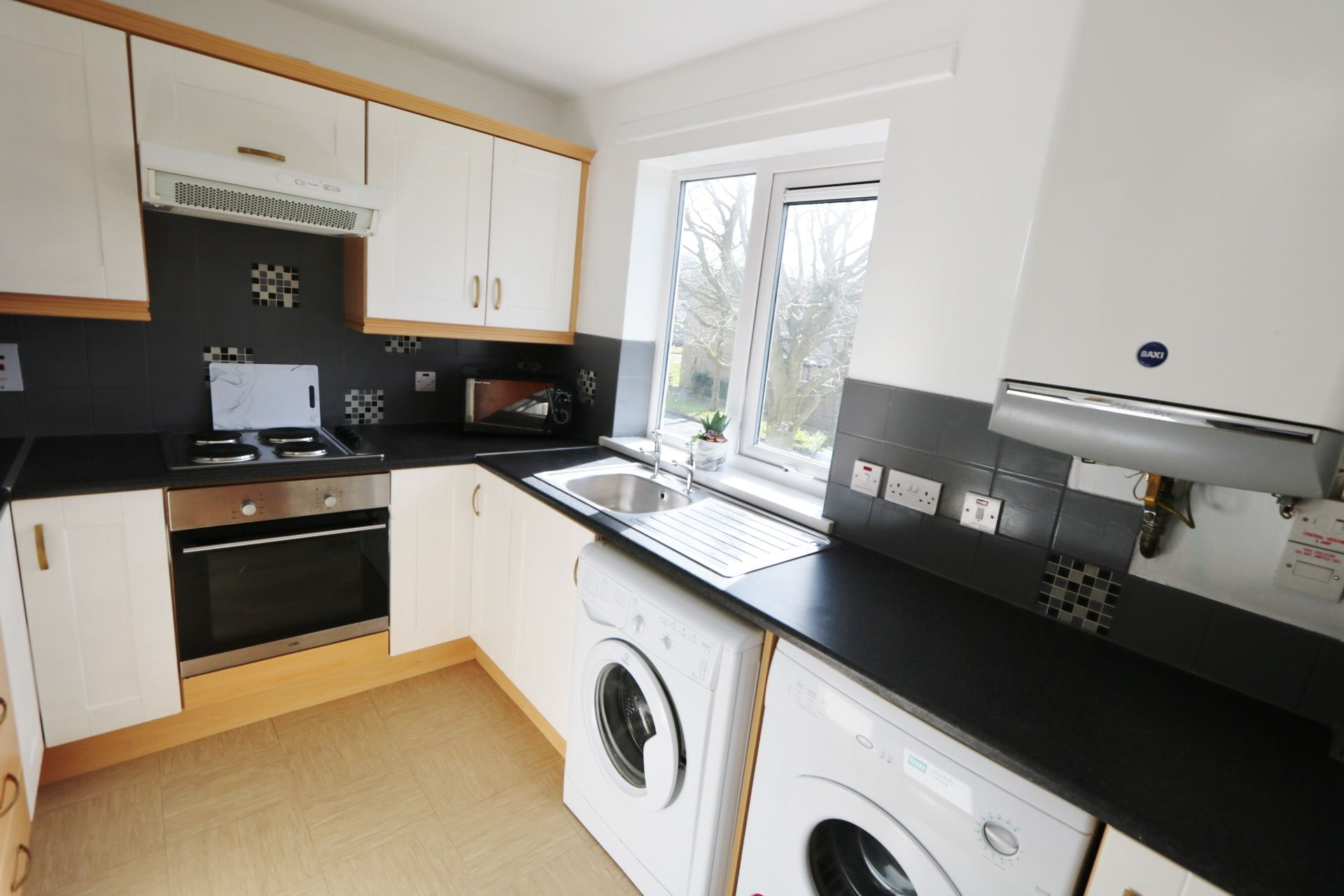 1 bedroom flat flat/apartment Under Offer in Antrim - Photograph 3
