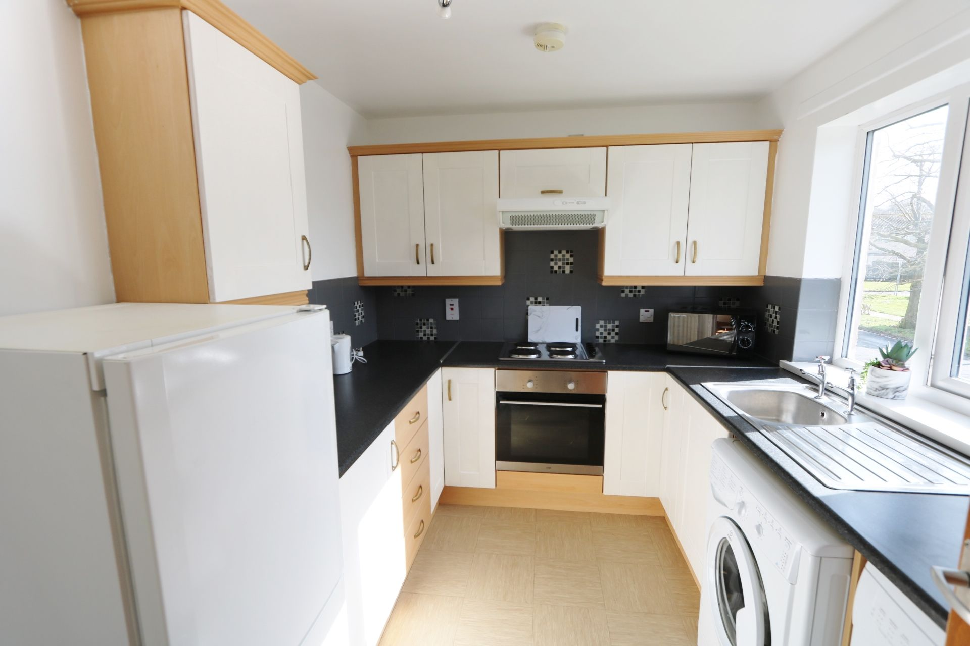 1 bedroom flat flat/apartment Under Offer in Antrim - Photograph 2