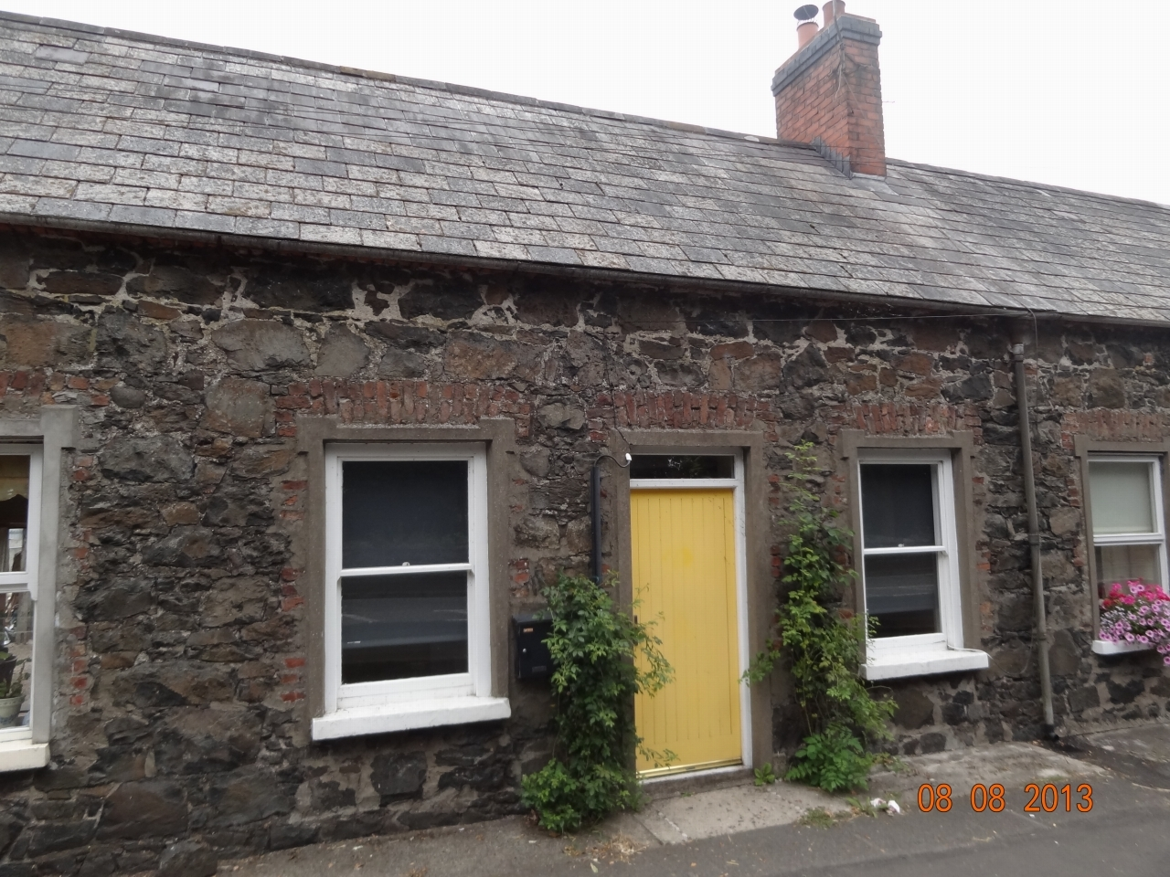 1 bedroom mid terraced house To Let in Antrim - Property photograph