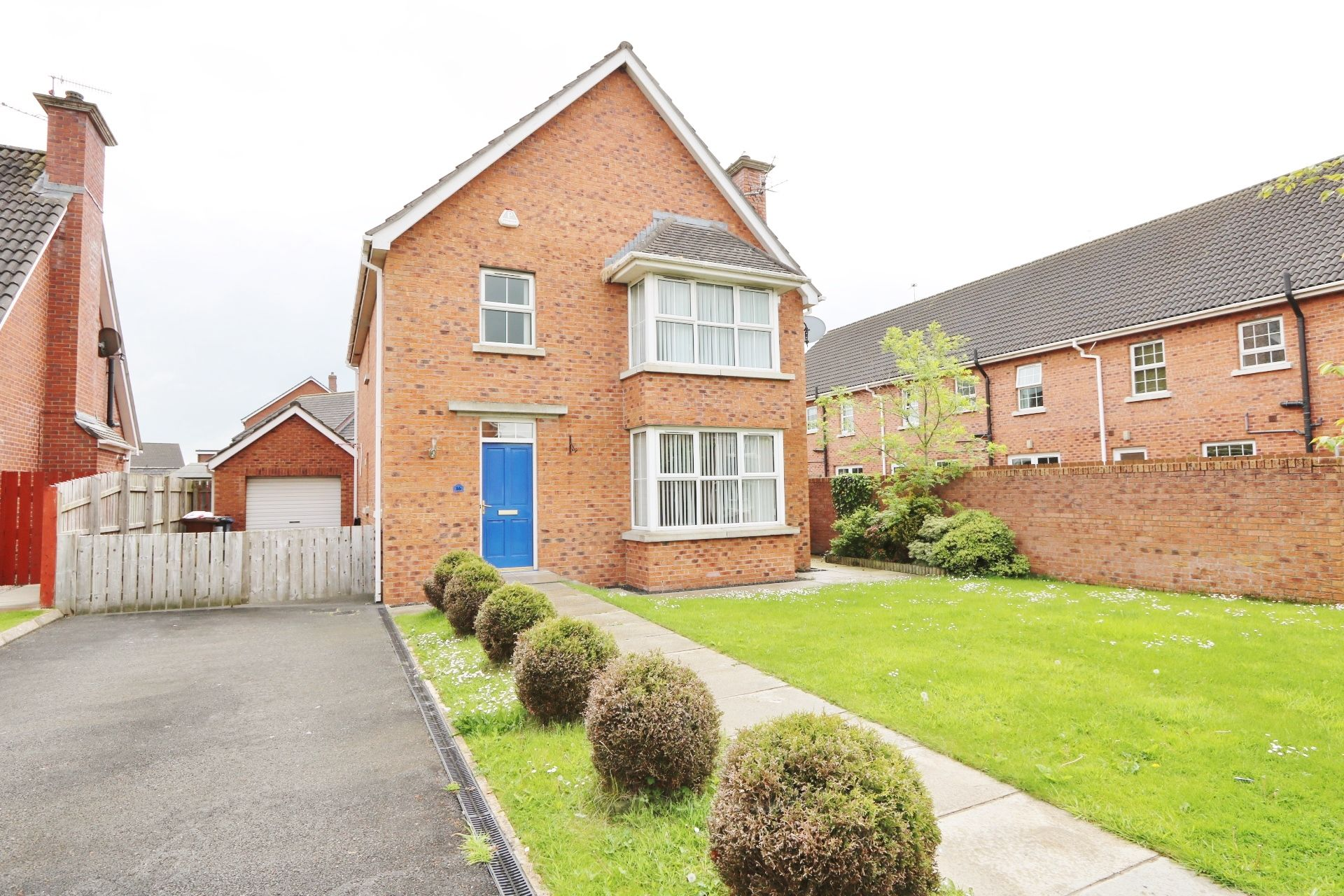 4 bedroom detached house For Sale in Antrim - Property photograph