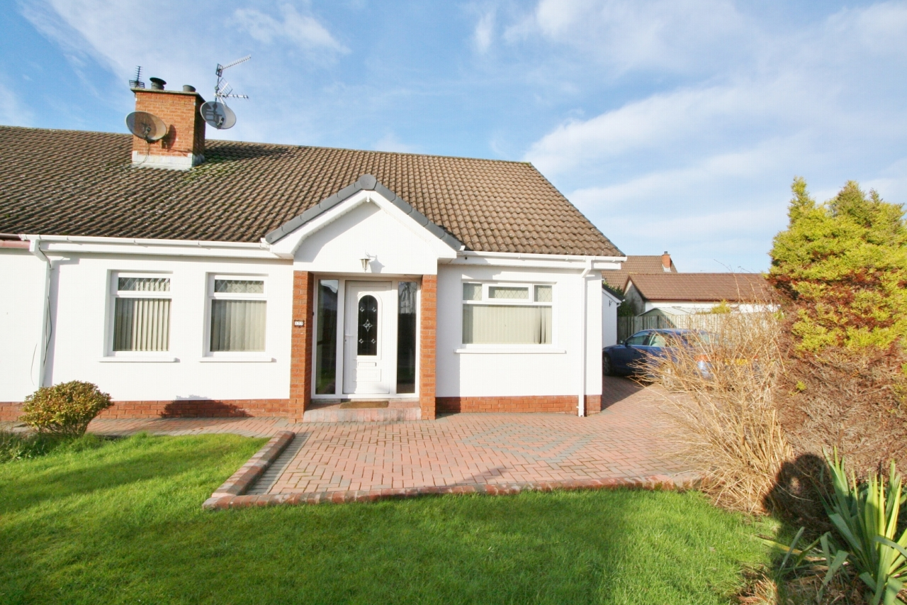 4 bedroom chalet house For Sale in Antrim - Property photograph