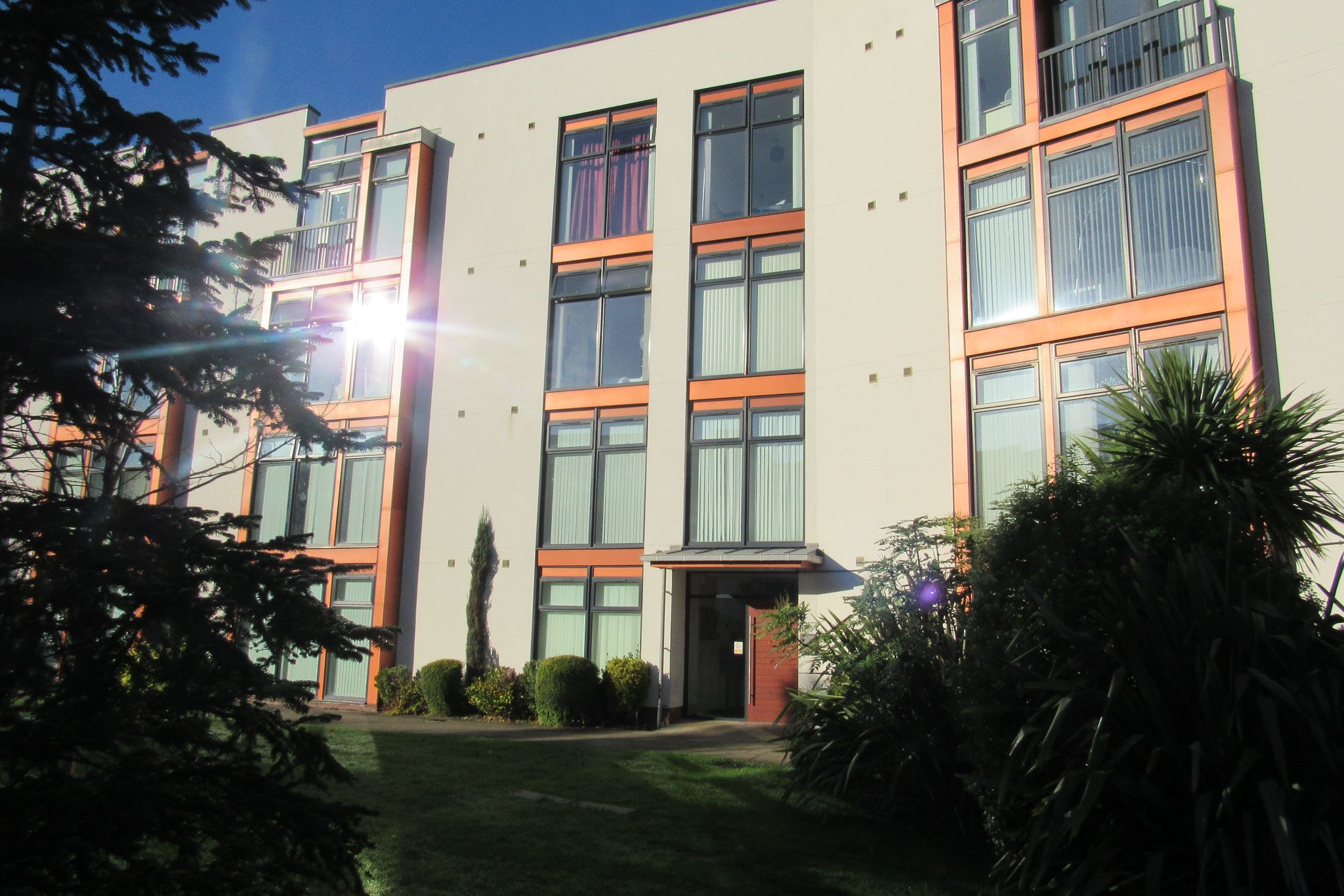 2 bedroom ground floor flat/apartment For Sale in Manchester - Photograph 2.