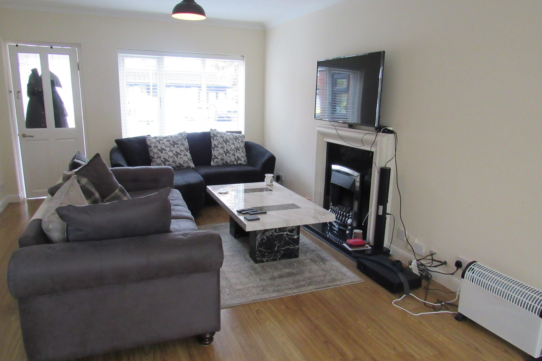 3 bedroom detached house For Sale in Manchester - Photograph 4.
