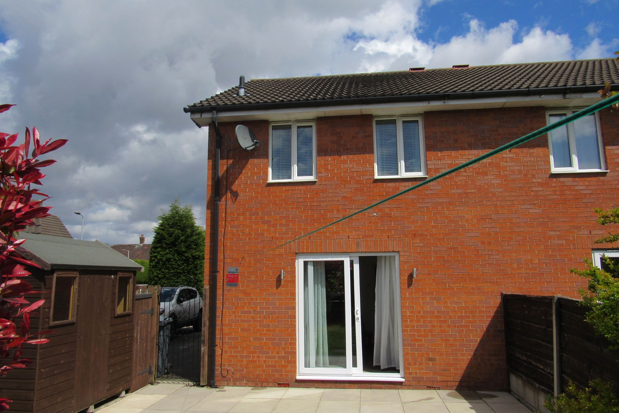 3 bedroom semi-detached house Sale Agreed in Manchester - Photograph 4.