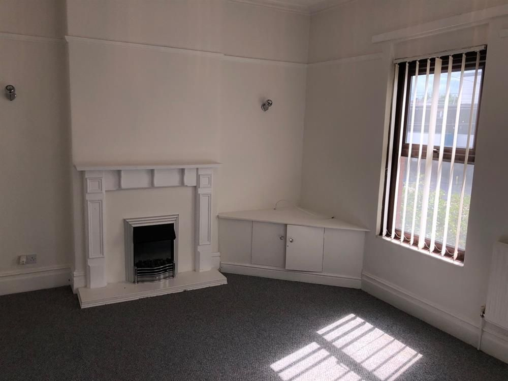 2 bedroom flat flat/apartment Let in Manchester - Photograph 3.