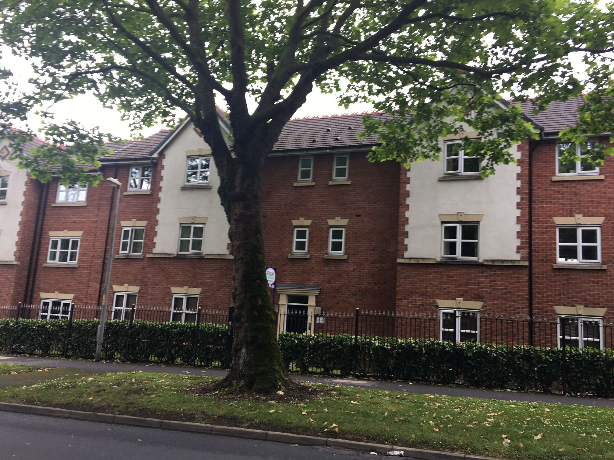 2 bedroom flat flat/apartment To Let in Manchester - Photograph 1.