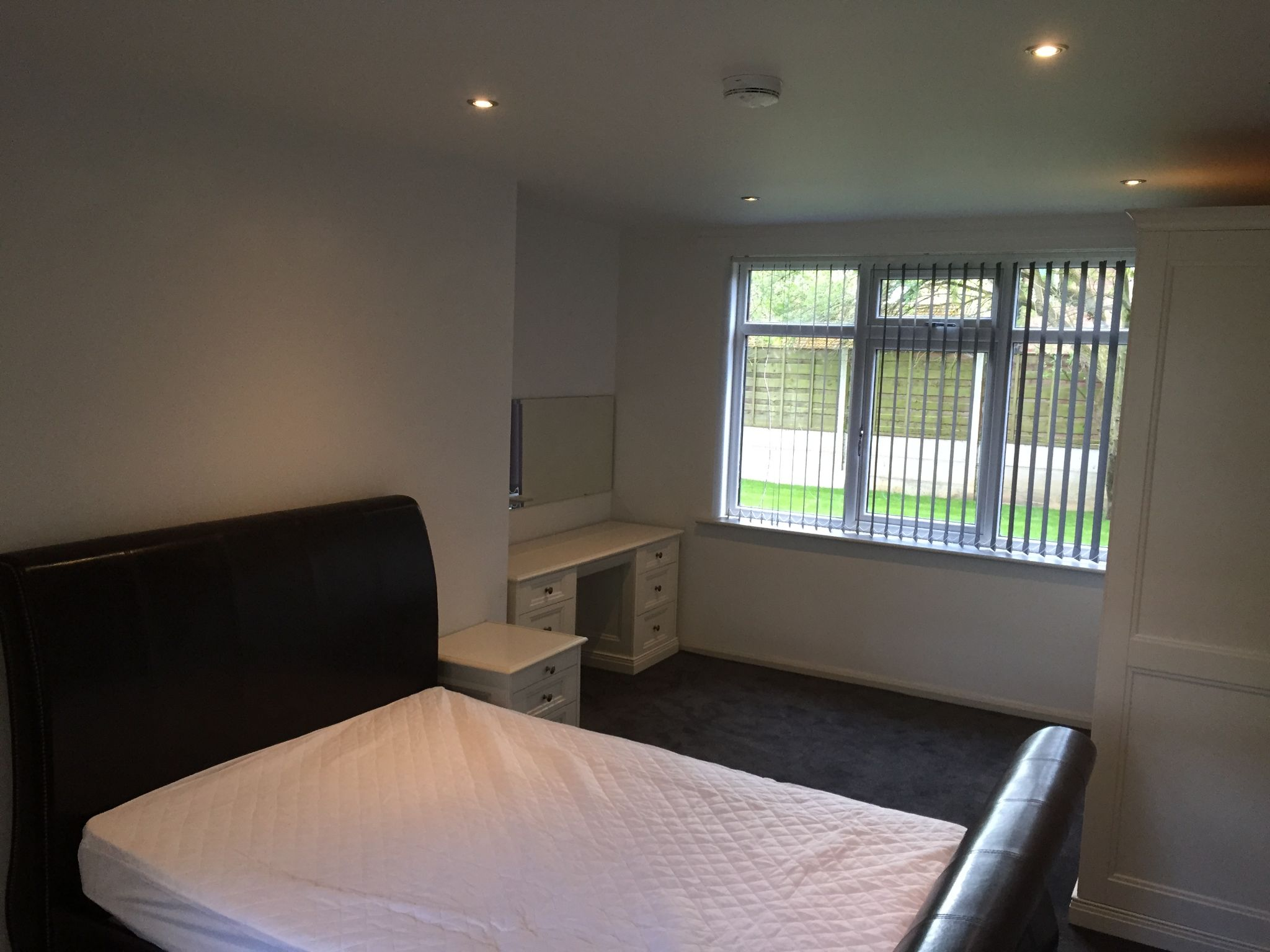 1 bedroom shared house To Let in Manchester - Photograph 1.