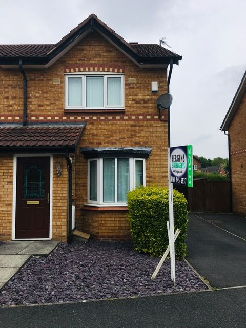 2 bedroom semi-detached house Let in Manchester - Photograph 1.