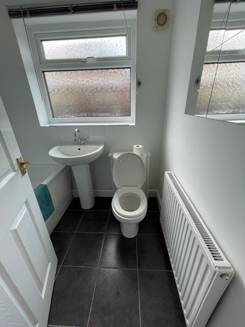 2 bedroom semi-detached bungalow Reserved in Stockport - Photograph 5.