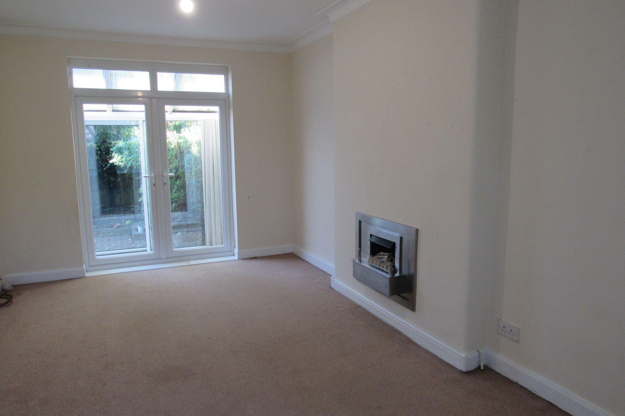 3 bedroom semi-detached house For Sale in Manchester - Photograph 26.