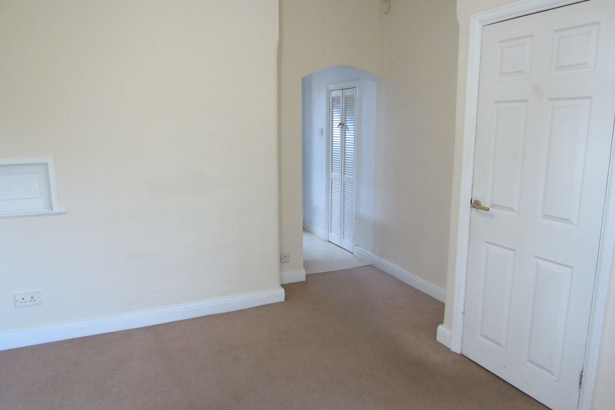 3 bedroom semi-detached house For Sale in Manchester - Photograph 12.