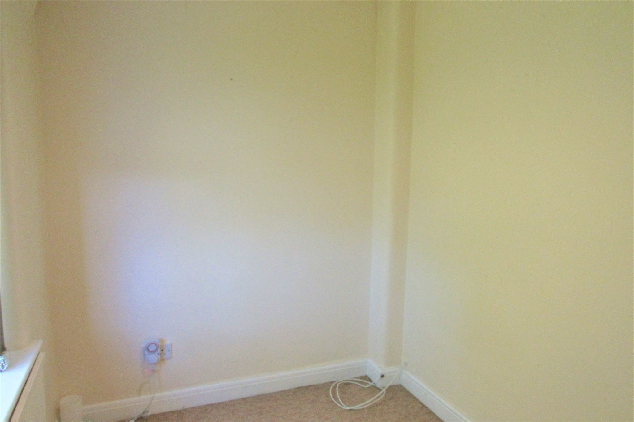 3 bedroom semi-detached house For Sale in Manchester - Photograph 25.