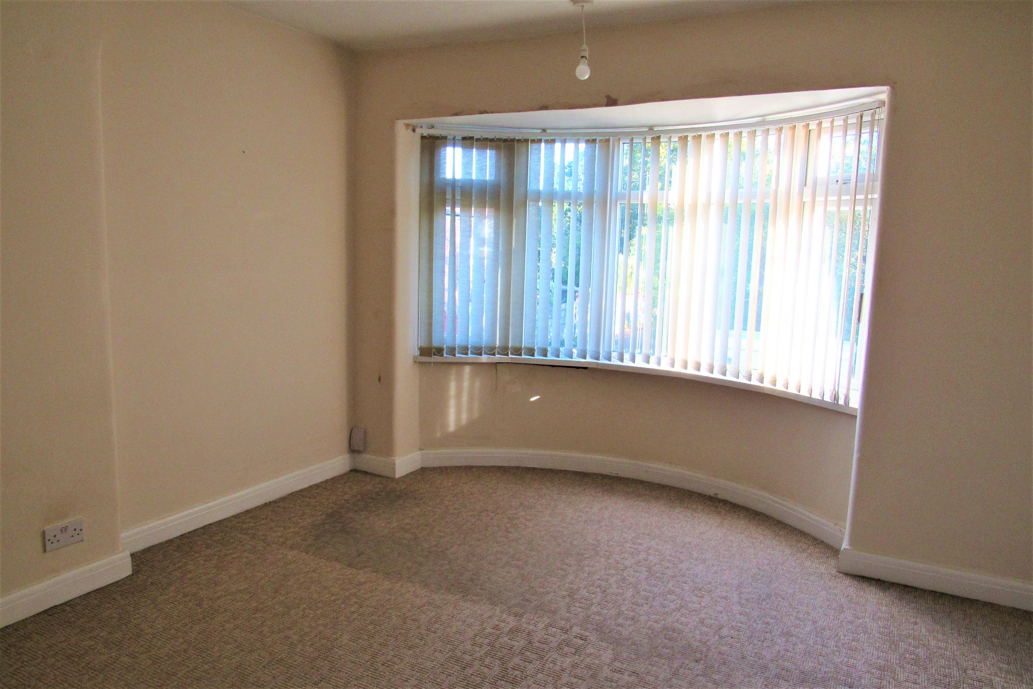 3 bedroom semi-detached house For Sale in Manchester - Photograph 19.