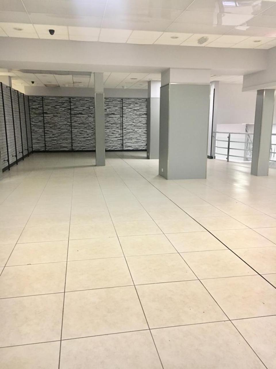 Empty Retail Premises To Rent - Photograph 7