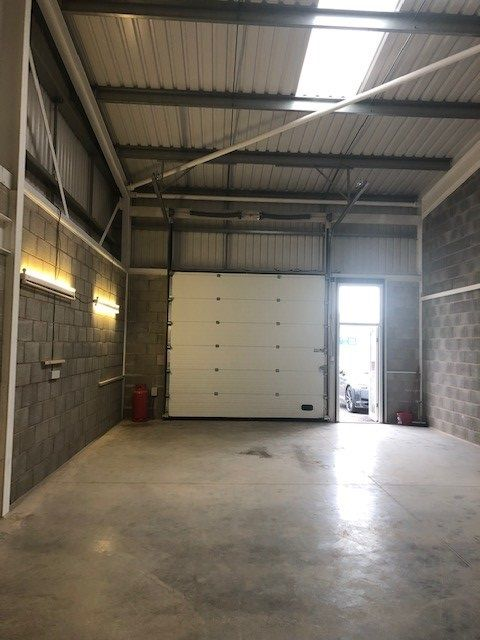 Industrial Units To Rent - Photograph 2