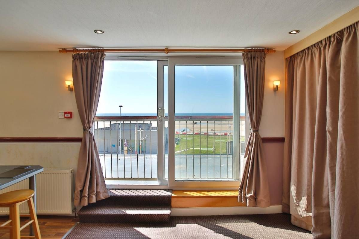 10 Bedroom Holiday Flats For Sale - Photograph 7