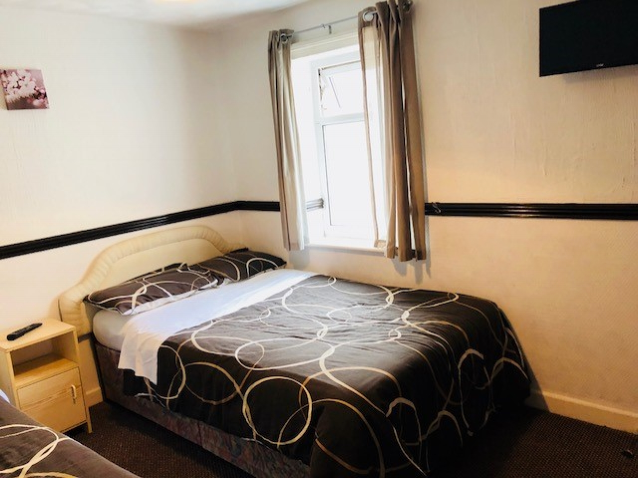 12 Bedroom Hotel For Sale - Photograph 6