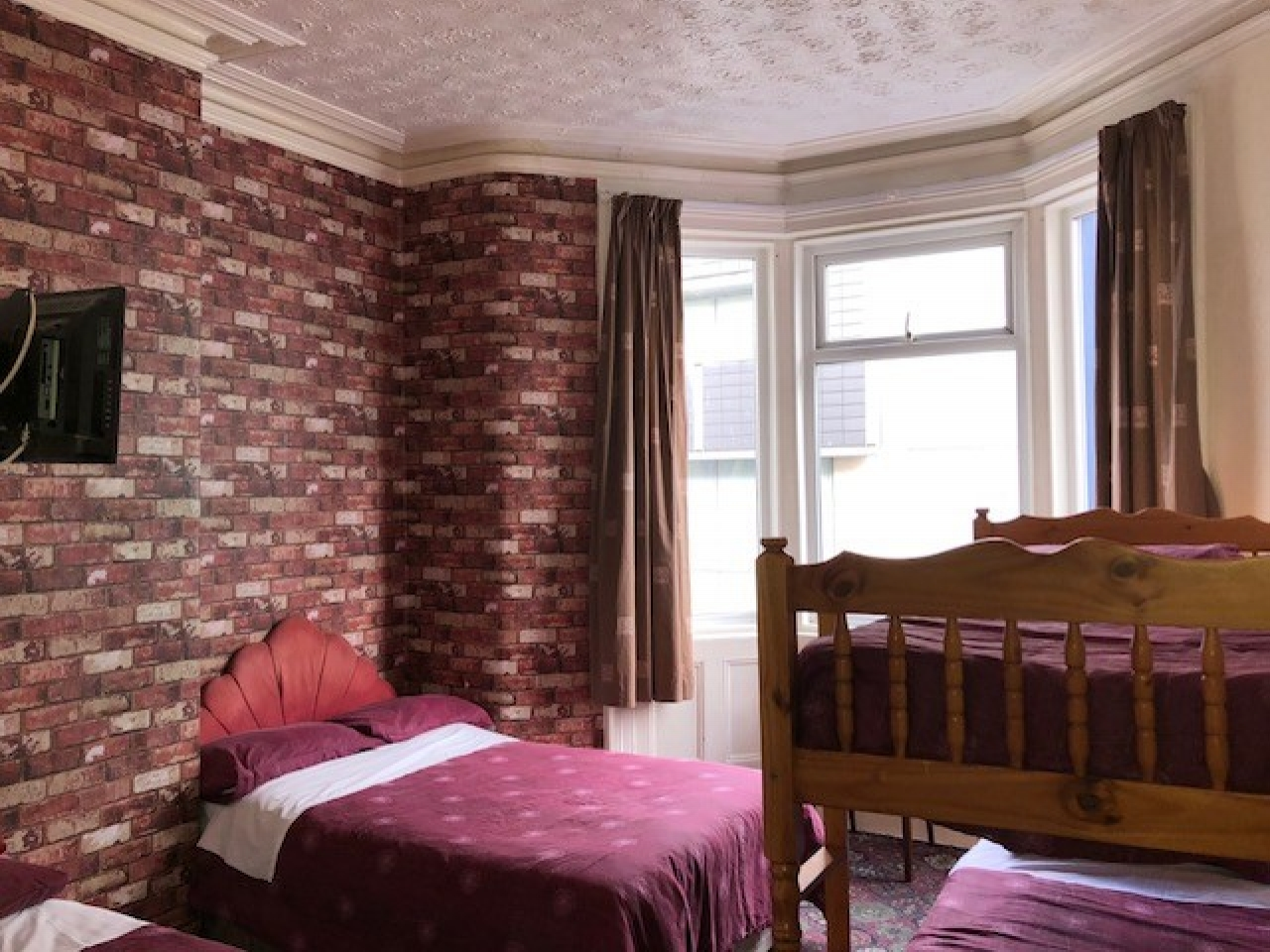 12 Bedroom Hotel For Sale - Photograph 8