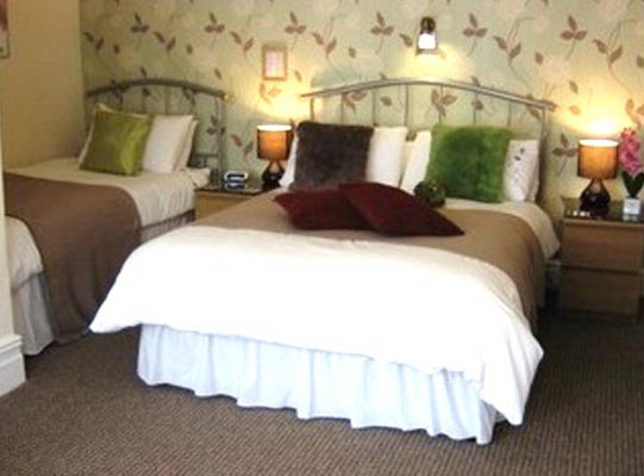 9 Bedroom Hotel For Sale - Photograph 5