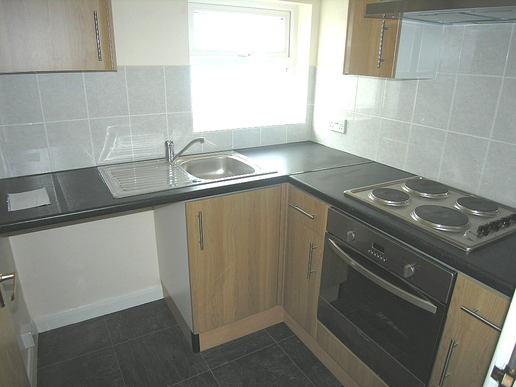 1 bedroom flat flat/apartment To Let in Ipswich - Photograph 2
