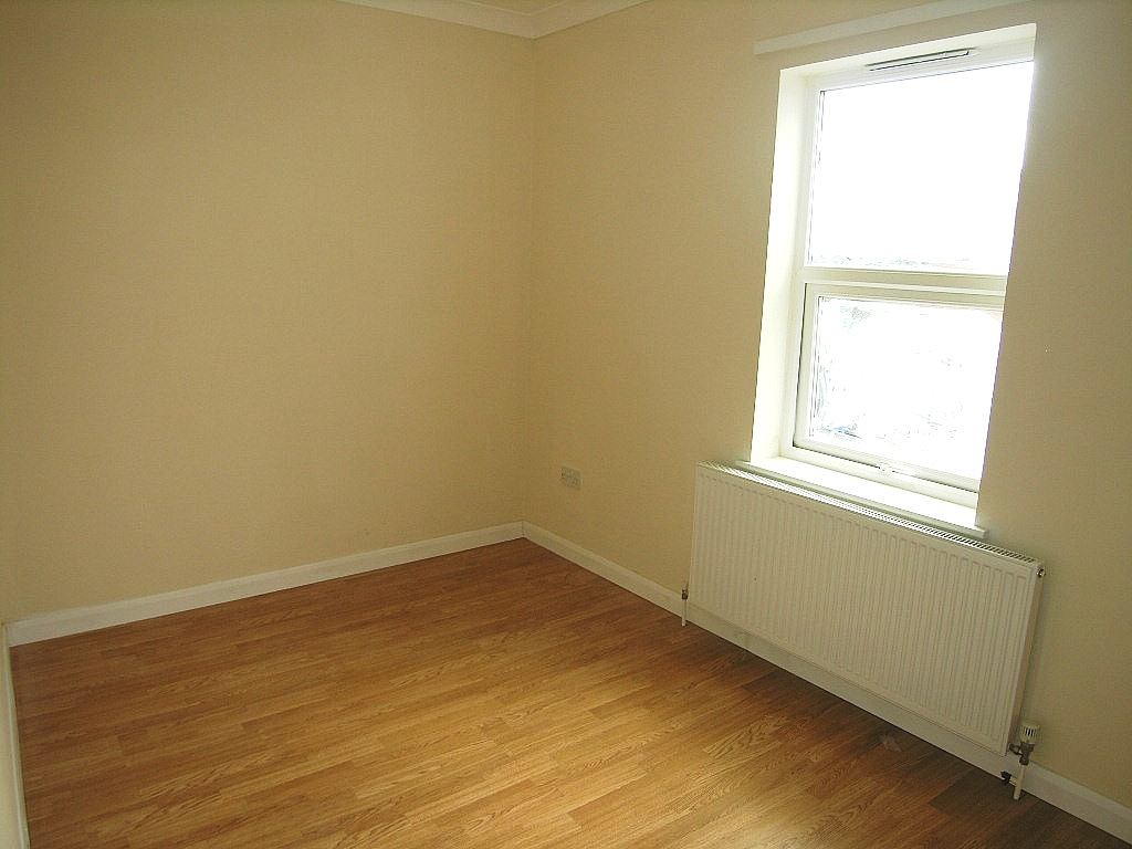 1 bedroom flat flat/apartment To Let in Ipswich - Photograph 5
