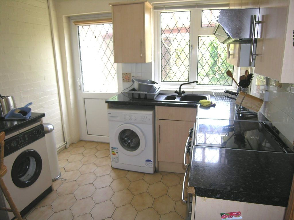 3 bedroom semi-detached house SSTC in Ipswich - 0
