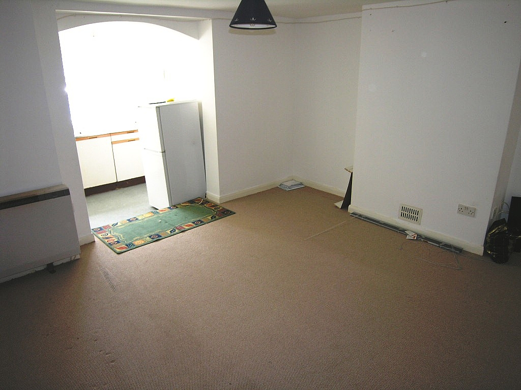 1 bedroom flat flat/apartment To Let in Ipswich - Photograph 4