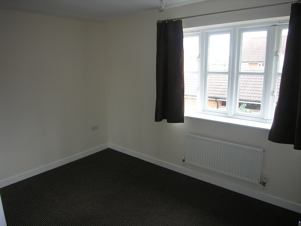 2 bedroom semi-detached house To Let in Ipswich - Photograph 9