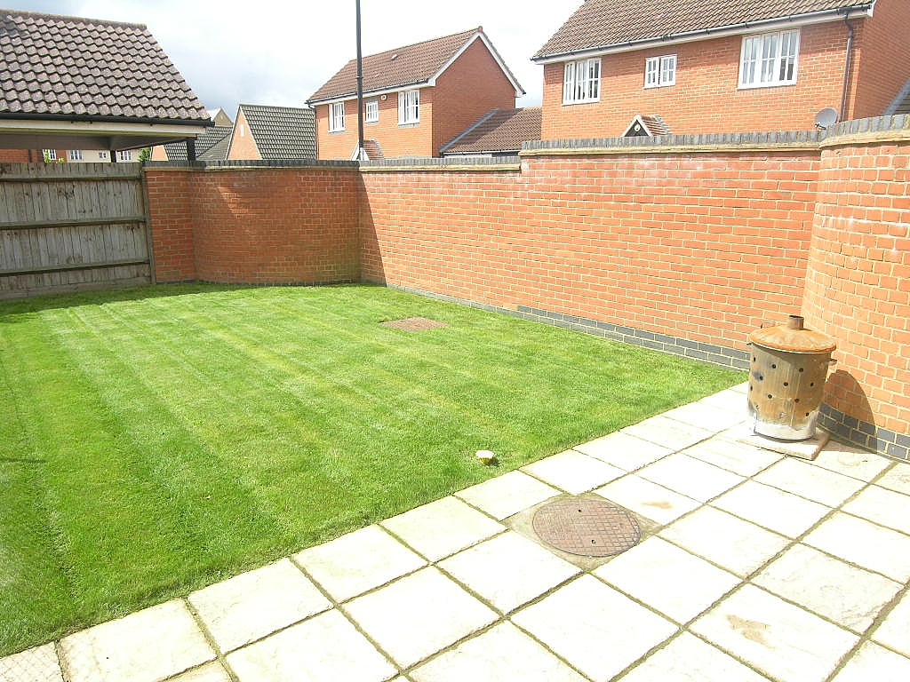 2 bedroom semi-detached house To Let in Ipswich - Photograph 12