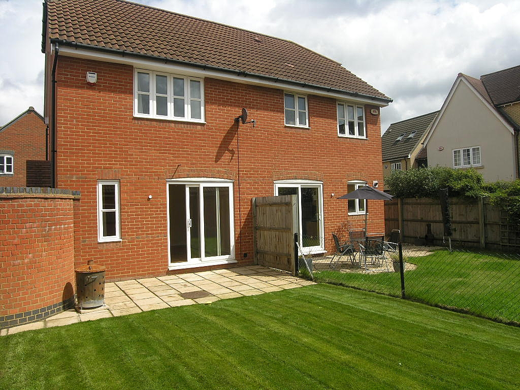 2 bedroom semi-detached house To Let in Ipswich - Photograph 14
