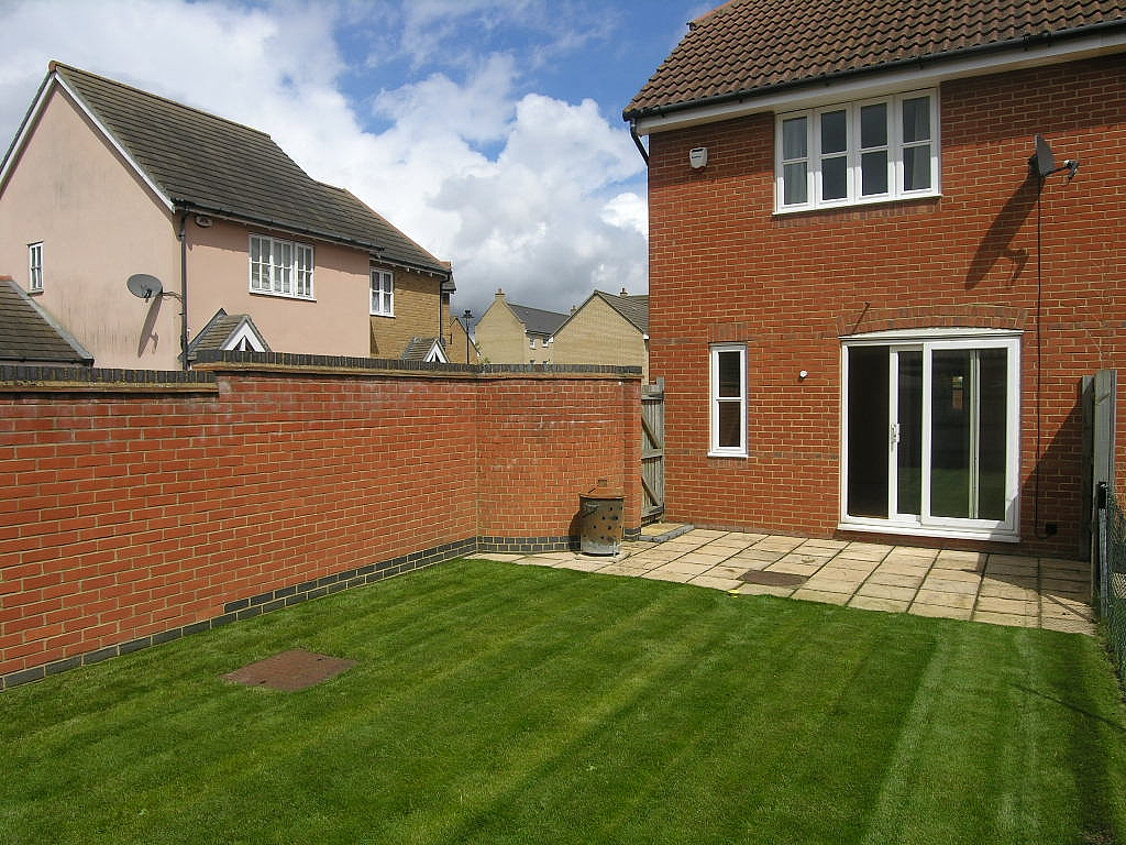 2 bedroom semi-detached house To Let in Ipswich - Photograph 15