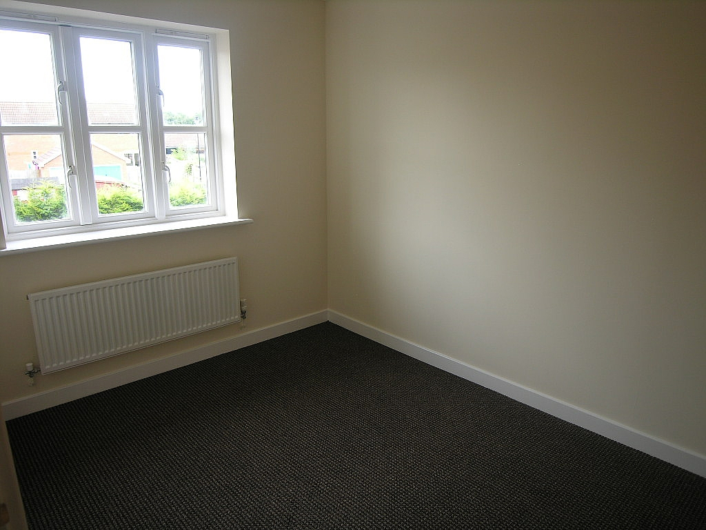 2 bedroom semi-detached house To Let in Ipswich - Photograph 8