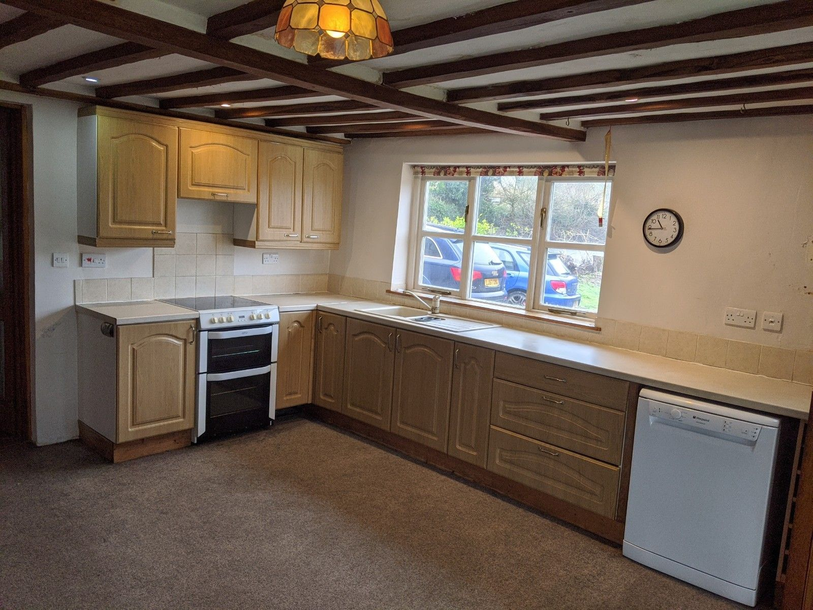 4 bedroom detached house To Let in Ipswich - Photograph 2
