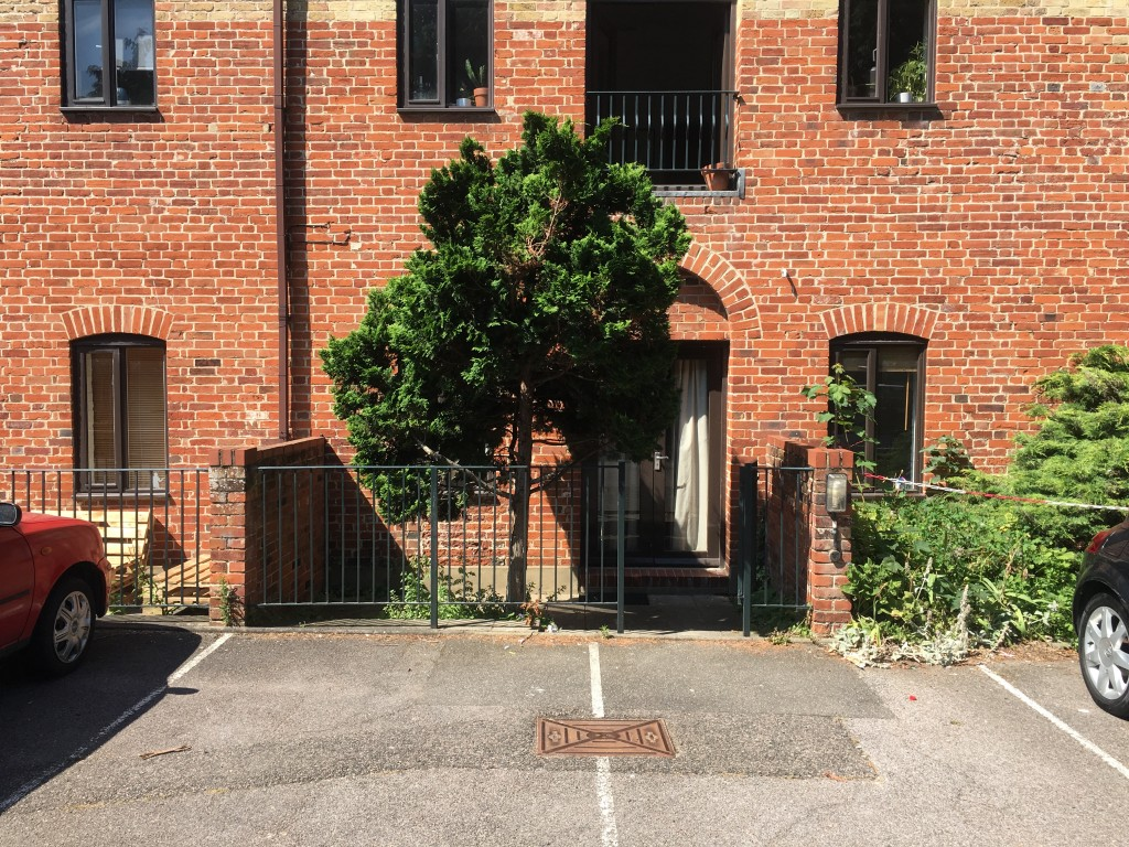 2 bedroom flat flat/apartment To Let in Ipswich - Photograph 2
