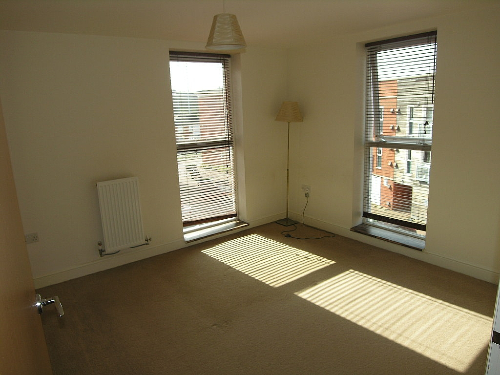 2 bedroom apartment flat/apartment To Let in Ipswich - Photograph 4