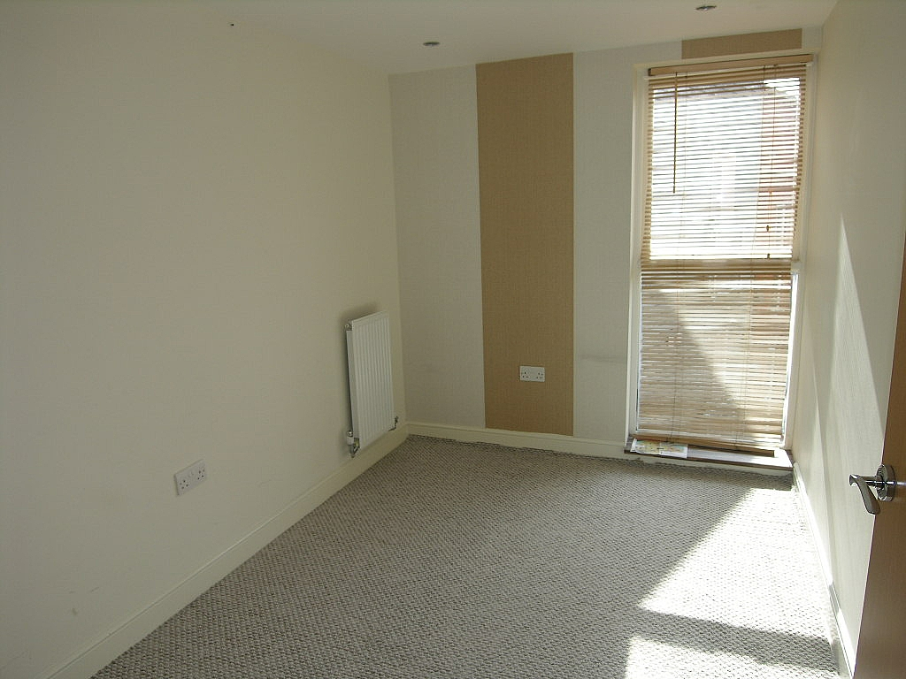 2 bedroom apartment flat/apartment To Let in Ipswich - Photograph 5