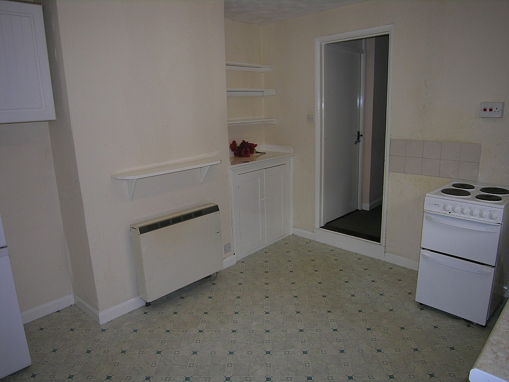 1 bedroom ground floor flat/apartment To Let in Ipswich - Photograph 2
