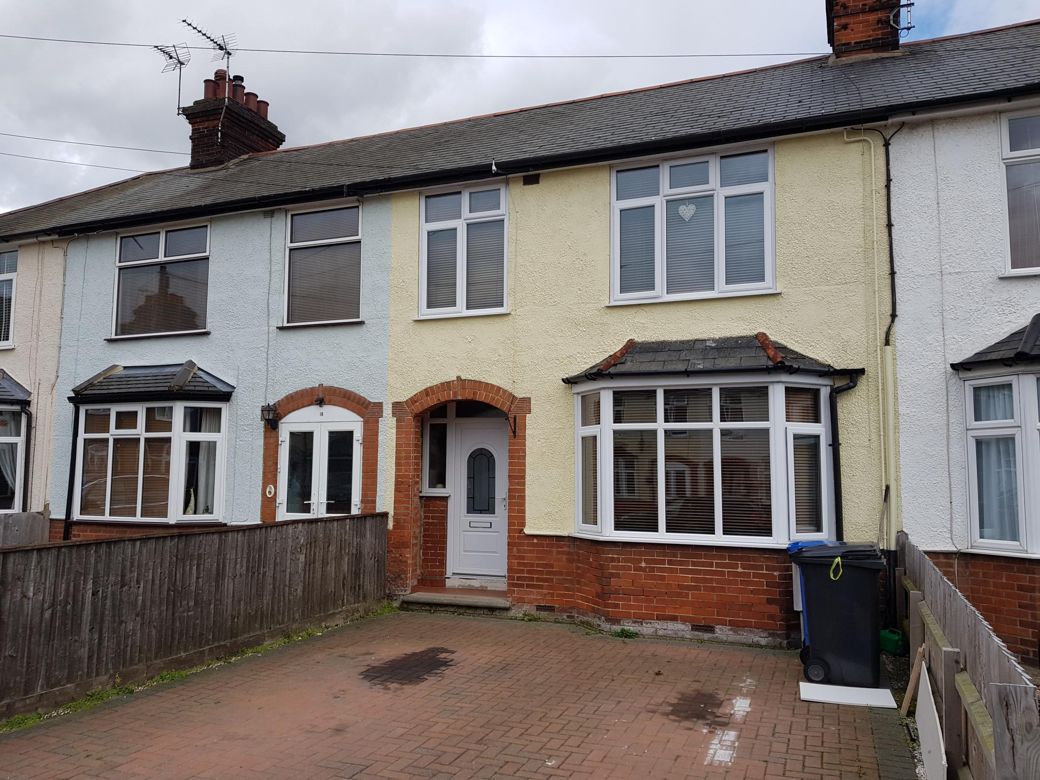 3 bedroom mid terraced house SSTC in Ipswich - 1