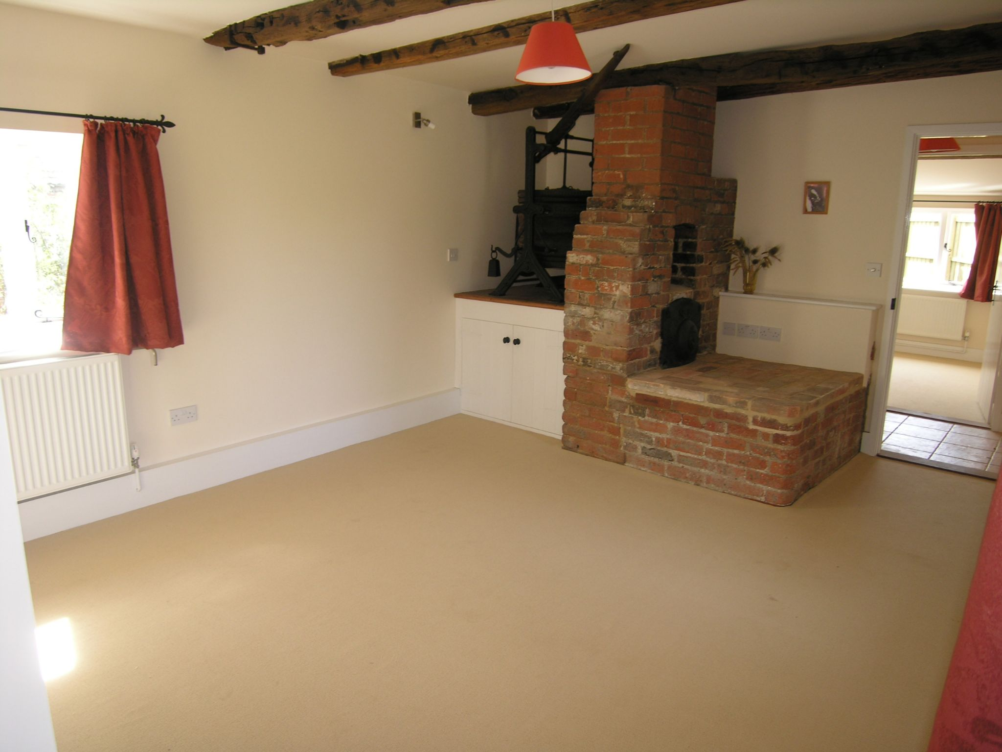 1 bedroom detached house To Let in Ipswich - Photograph 2