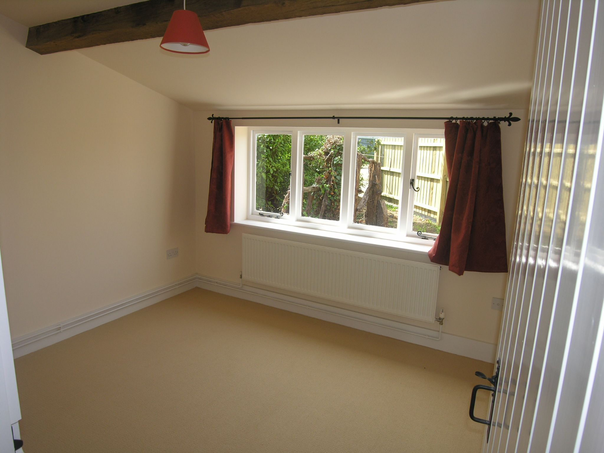 1 bedroom detached house To Let in Ipswich - Photograph 3