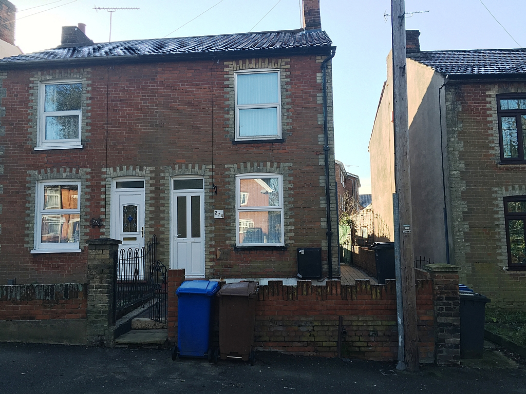 3 bedroom end terraced house To Let in Ipswich - Photograph 1