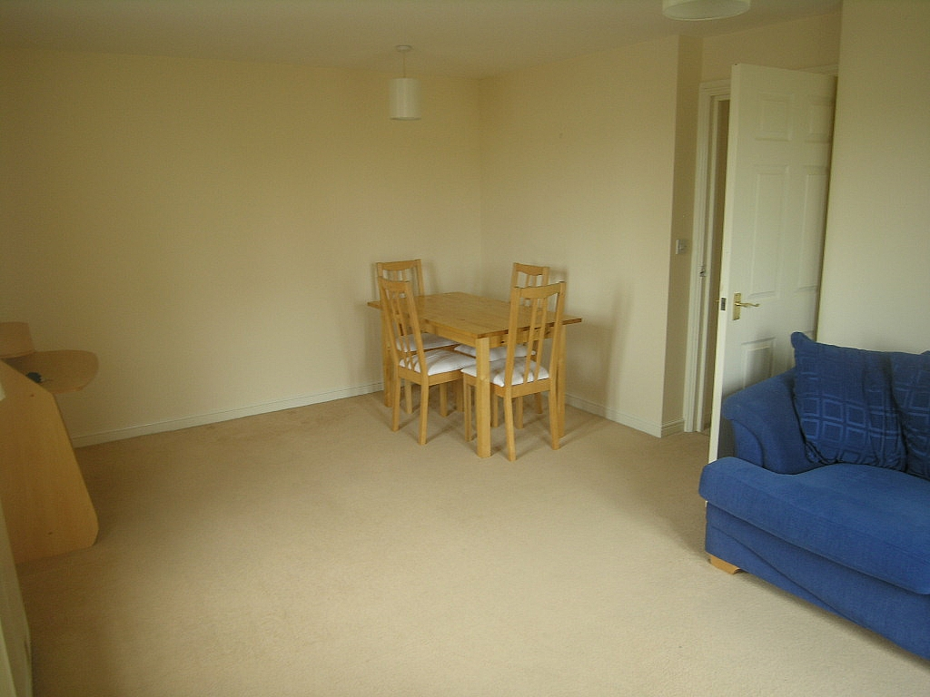 2 bedroom flat flat/apartment To Let in Ipswich - Photograph 4