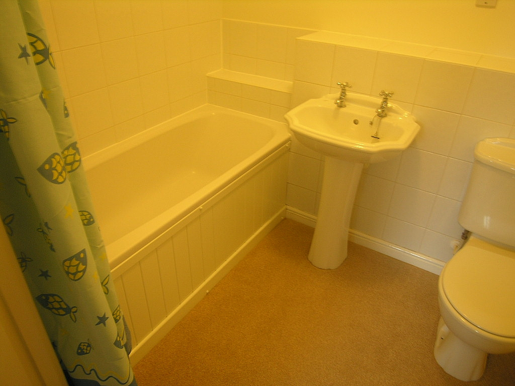 2 bedroom flat flat/apartment To Let in Ipswich - Photograph 5