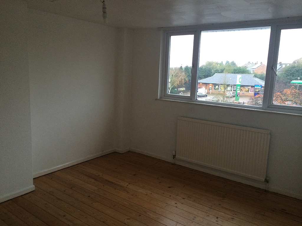 3 bedroom flat flat/apartment To Let in Ipswich - Photograph 4