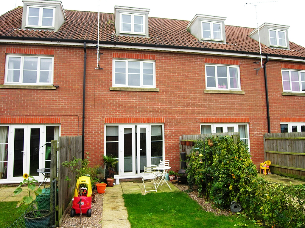 3 bedroom town house To Let in Ipswich - 2