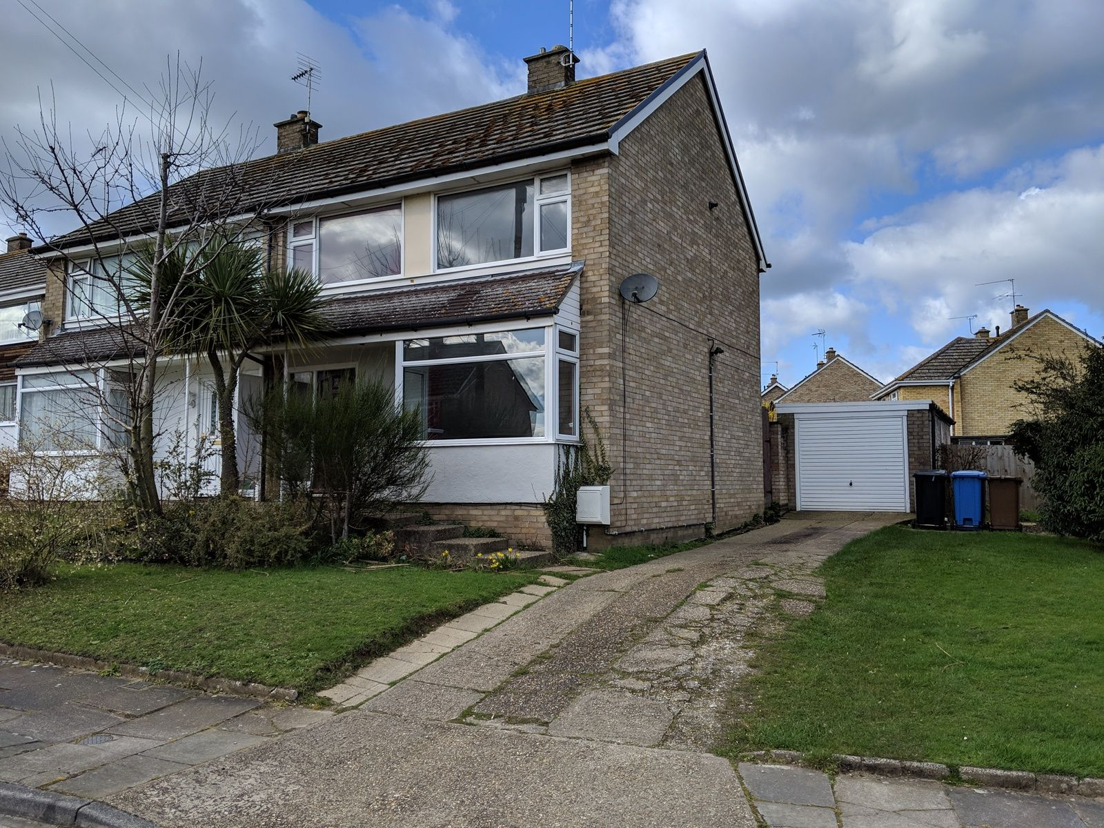 3 bedroom semi-detached house For Sale in Ipswich - Property photograph