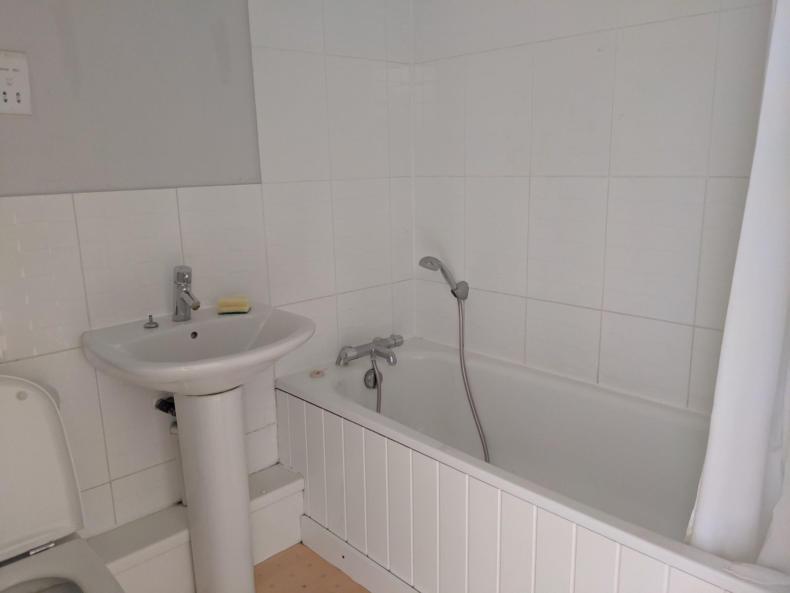 2 bedroom mid terraced house For Sale in Ipswich - Photograph 6